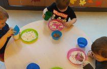 Zabawy sensoryczne – Grupa Żabek