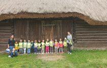 """Wycieczka do Skansenu w Chorzowie– Grupa """"Misie"""" i """"Żabki"""" / Trip to the Open-Air Museum in Chorzów – """"Bears"""" and """"Frogs"""" Group"""