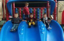 """Zabawy na placu zabaw- ,,Pszczółki""""/ Play on the preschool's playground- """"Bees"""""""
